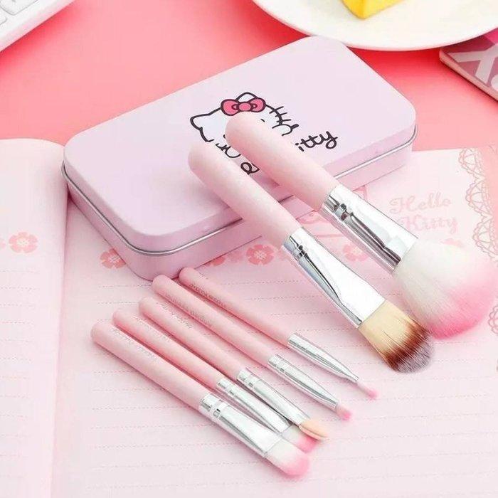 【初學者專用+現貨】Hello Kitty 新款立體鐵盒化妝刷七件組盒【黑/粉】訂單成立後 🚚 24h內⏰出