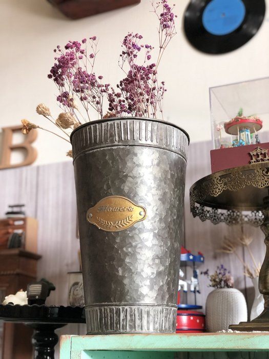 藍色 高桶 帥氣 鐵皮 花瓶 台灣現貨 批發 法式 復古 花器 插花 古銅 浮雕 英文字 鄉村風 裝飾 仿舊 乾燥花