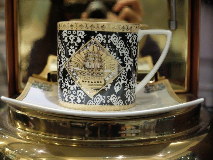 蘇丹方盤骨瓷咖啡對杯組  內容物;2杯2盤 禮盒裝奢華亮眼細膩工筆高貴品質平凡價位~  24K鍍金描金圖騰