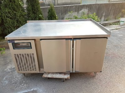 彰化二手貨中心(原線東路二手貨) --- 特製款 5呎加大設計臥式冷藏工作台  雙門白鐵工作台