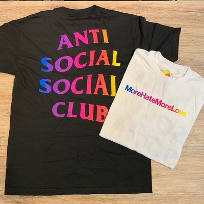 【MASS】ANTI SOCIAL SOCIAL CLUB MORE HATE MORE LOVE TEE 彩紅 短袖