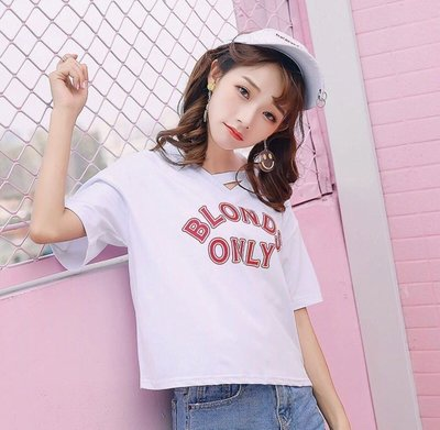 全新 韓國東大門款 V領褸空 白色短袖t恤 性感上衣 修身大碼寬鬆衫 女裝 大減價(B)