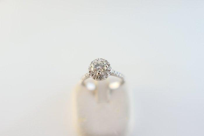 [吉宏精品交流中心]51分 天然鑽石 白K金 造型 戒指(1)(附證書)
