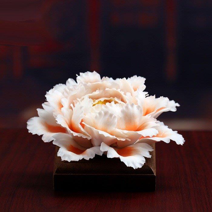 5Cgo【茗道】555250325600 德化陶瓷手工牡丹花家居裝飾泡茶茶室茶桌茶席佛具用品茶寵裝飾品-含雞翅木底座