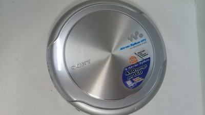 SONY CD隨身聽,CD播放器,隨身聽,player,播放器~SONY  CD隨身聽(幾乎全新,功能正常,電池室瑕疵,只能外接行動電源或插電使用,鋁合金外殼)