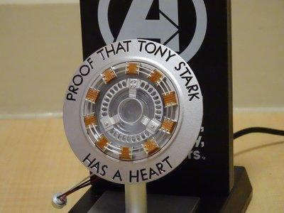 漫威MARVEL鋼鐵人之心IRON MAN東尼史塔克小辣椒紀念品禮物第一代方舟反應爐 東尼之心小夜燈可發光無線手機充電座