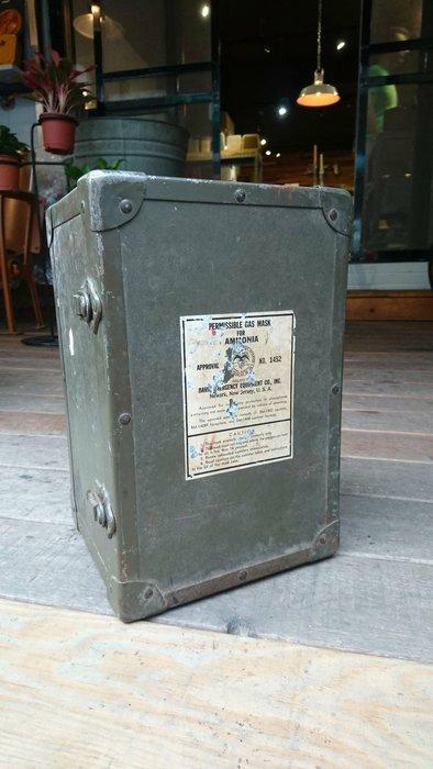 Vuntage Americana。復古事 1939-1950年代 防毒面具提箱 美國古董 二次世界大戰 軍用 收藏 擺飾