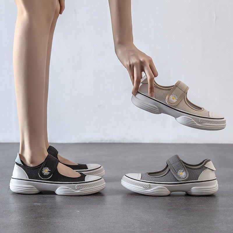 Fashion*漁夫鞋~鏤空魔術貼網面厚底涼鞋 小鄒菊松糕底洞洞鞋/跟高3CM 35-39碼『黑色 杏色 灰色』