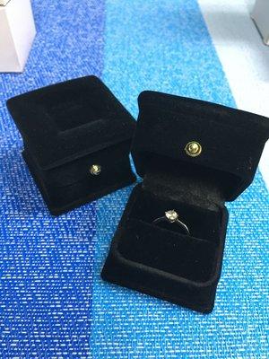方形金飾 戒指盒 大方得體 黑色紅色
