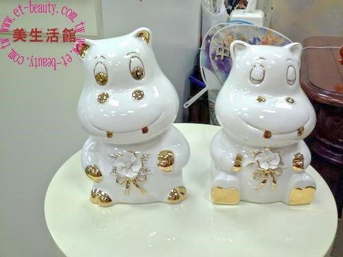 OUTLET限量低價出清 白陶瓷 描金 立體花 可愛河馬造型 擺飾 (福氣寶) ---入宅結婚送禮
