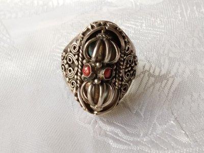 甘丹文物 ^^ 尼泊爾手工 925銀 立體 九鈷杵戒  莊嚴秀雅 ( 配戴  贈予 收藏 ) 珊瑚