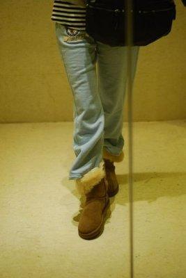 ╭☆包媽子店☆UGG Bailey Button 5803 木扣款 中筒靴/雪地靴