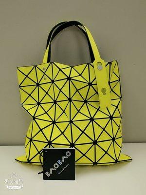 Issey Miyake Bao Bao 螢光黃 6 x 6 格手挽袋