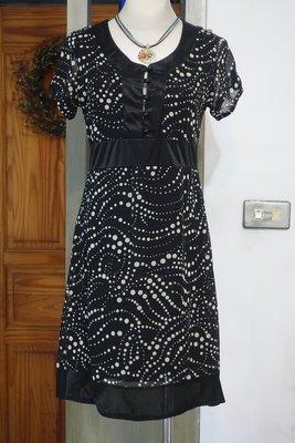 [C.M.平價精品館]M現貨特價/日本INTRODUCE+女裝專櫃黑底水波白點緞質滾邊舒適有型高質感短袖洋裝