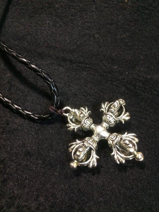【小川堂】精緻 收藏 藏傳 普巴 十字 金剛杵 銀 項鍊 藏傳佛像 藏傳佛教 直徑4.5cm