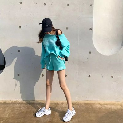[ ohya梨花 ] =韓國帶回=最新春夏新款性感名媛甜美穿搭顯瘦藍色/灰色露肩英文字運動風造型兩件式套裝