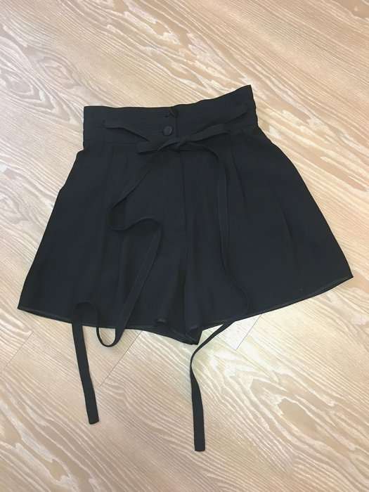 *Beauty*Marc by Marc Jacobs黑色緞面滾邊纏繞綁帶短褲