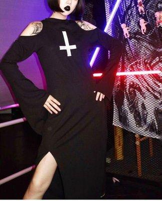 【黑店】原創設計 訂製款暗黑系 女巫系露肩開衩長洋裝 鬼修女倒十字架 喇叭袖長洋裝 萬聖節個性洋裝 MB110