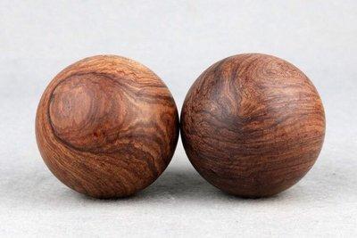 精品 保健按摩手球 越南紅酸枝 巴里黄檀半成品 6cmx2 重:246g。重油沉水級很有質感。