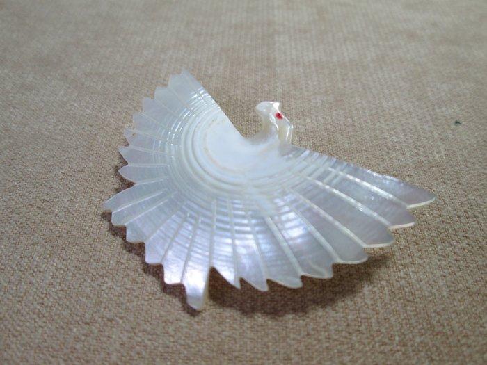 早期 VINTAGE 古著 古董懷舊飾品 老台灣 立體貝殼雕刻 白鴿 別針 老胸針