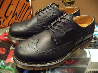 { POISON } Dr. Martens 3989 雕花經典皮鞋短靴 西海岸風格 全尺寸訂購 多款配色提供