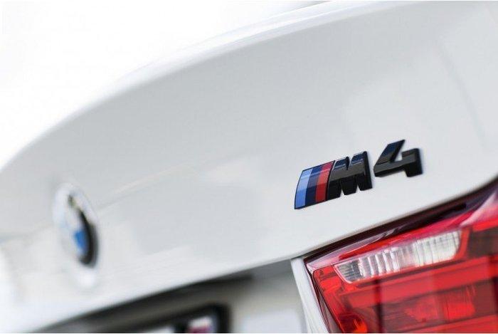 【樂駒】BMW F82 M4 Competition Package Rear Trunk Badge 高光黑字標 原廠