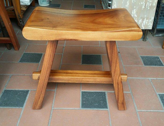 美生活館-- 全新印尼鐵刀木原木 彎型厚板板凳/餐椅/休閒椅--本月促銷 優惠 2300元