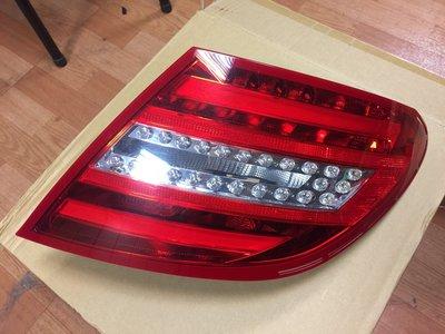 Benz w204 C250,原廠四門後燈、美規、尾燈,另有:腳踏墊、托盤、底板、AMG鋁圈、鑰匙皮套、置物籃、水箱罩