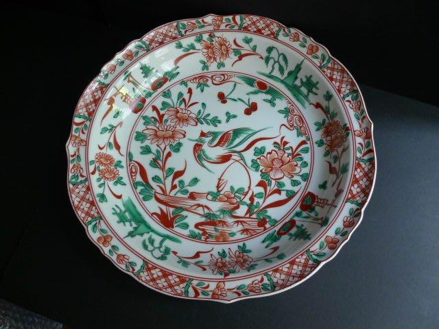 菊吉大型盤,狀態完好,白底紅、綠花鳥繪,華麗、大氣