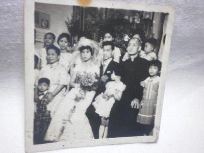 【臺灣早期結婚式於自宅正廳撮影記念 】 庫6-495