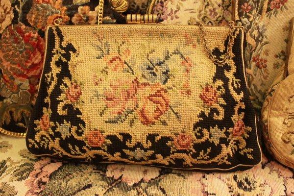 【家與收藏】特價稀有珍藏歐洲古董法國古典手工刺繡手拿晚宴古董包刺繡包 13