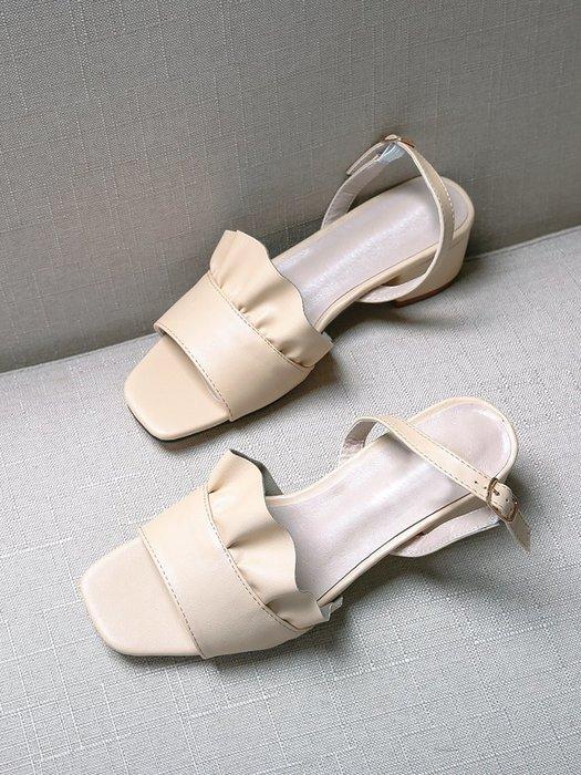 ~Linda~半曲荷葉邊一字扣涼鞋女粗跟2019新款夏季百搭軟妹涼鞋女露趾中跟
