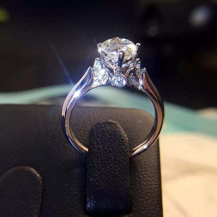 日韓時尚皇冠18K白金四爪擬真鑽戒求婚戒指结婚戒指