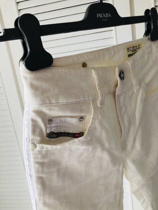 W26 英國帶回 白色水鑽釦白色牛仔褲