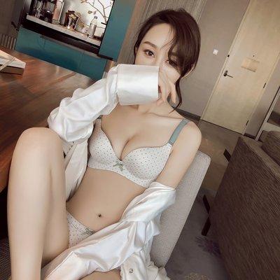 【送內褲】甜美可愛少女文胸罩小清新無痕無鋼圈光面一片式內衣薄