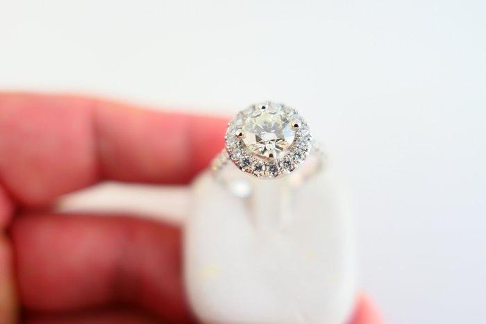 [吉宏精品交流中心]1.02克拉 南非天然鑽石 八心八箭 PT950白金台 豪華 戒指(附證書)