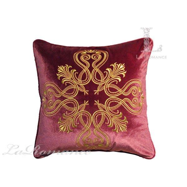 【芮洛蔓 La Romance】 奢華系列咖啡金貴族圖騰抱枕 – 紫紅