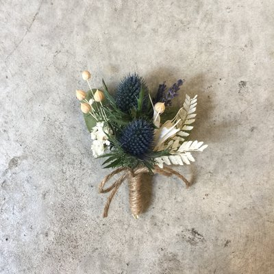 D49。乾燥花胸花。藍色系。新郎胸花。客製胸花。台北自取【Flower&House花藝之家】