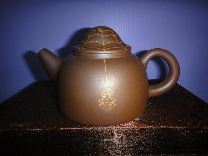 //壺作飛為//------高級工藝師呂堯臣絞泥漁翁紫砂壺(天)--------請品賞