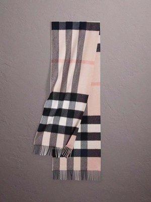 ╭☆包媽子店☆BURBERRY 淡粉色格紋羊絨圍巾/披肩 ~蘇格蘭製~