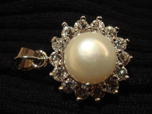 天然浪漫淡水養珍珍珠墜子,很美很細緻喔!低價起標無底價!本商品免運費!