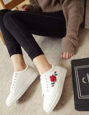 FINDSENSE 韓國 時尚 刺繡 小白鞋  女 真皮涼鞋 平底涼鞋 沙灘鞋