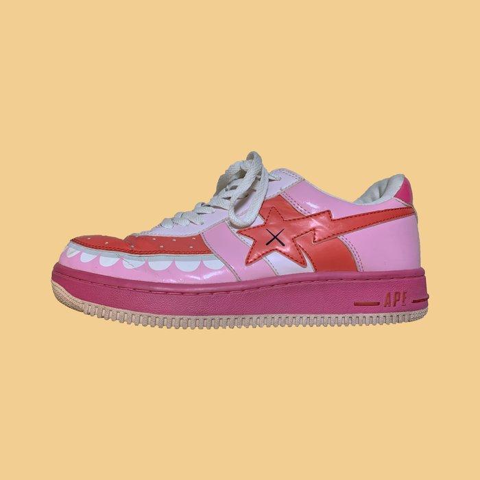 JCI:Vintage APE × KAWS BAPE STA 經典粉色鯊魚牙齒限量漆皮球鞋 / UNIQLO