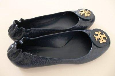 【美國精品館】Tory Burch REVA-TUMBLED PATENT BALLET FLATS (深藍) 牛仔百搭娃娃平底鞋(7號) ~