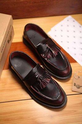 Dr.Martens 馬丁鞋 流蘇樂福鞋 經典ADRIAN 酒紅擦色 硬皮 【 BRITISH LOOK 】