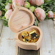 Sweet Garden, 小桃心楓木音樂盒(可選曲) 木製掀蓋 愛心形狀精緻小巧 送男女朋友 生日 情人禮物 台中自取