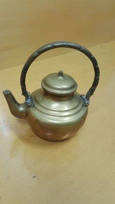 小擺設,銅茶壼。