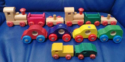 二手木頭小火車和小汽車共有12輛(全部購買再贈送1台拖板車)