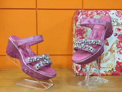 【阿典鞋店】**特價品**Macanna** 麥坎納專櫃~彤宮系列~全新牛皮+羊皮~寶石厚底氣墊鞋10887K