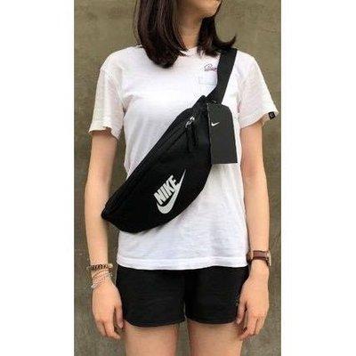 NIKE 腰包 斜背包 包包 黑色 黑白特價650
